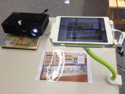 Digitaler Unterricht mit Tablet-Ständer und Dokumentenkamera von HUE Digitaler Unterricht Lehrerin von Bunterlich.de rezensiert